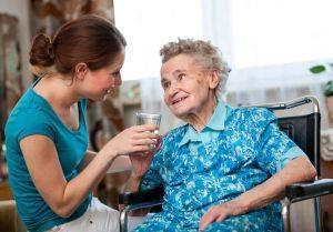бабушка и женщина